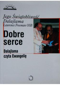 Dobre serce Dalajlama czyta Ewangelię