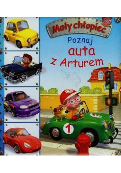 Mały chłopiec Poznaj auta z Arturem
