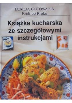 Książka kucharska ze szczegółowymi instrukcjami