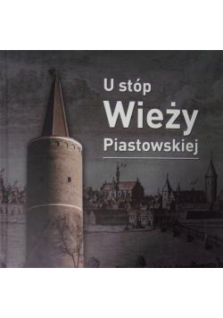 U stóp wieży Piastowskiej